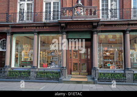 The T Goode & Co homeware and glassware shop, 19 South Audley Street, Mayfair, London, UK. - Stock Photo