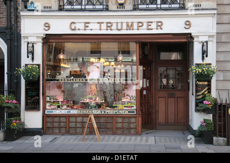 The GF Trumper, a gentleman's barbers and perfumers in Mayfair, London, UK. - Stock Photo