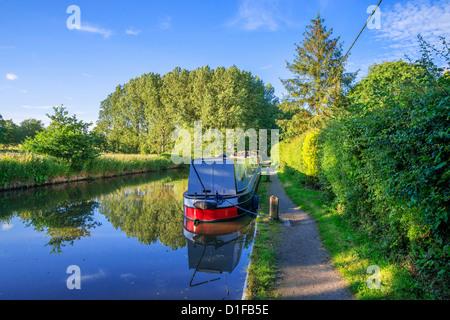 A narrow boat on the Stratford upon Avon canal, Preston Bagot flight of locks, Warwickshire, Midlands, England, - Stock Photo