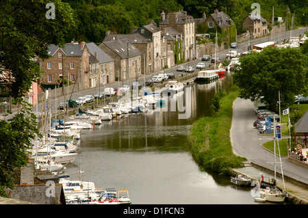 Boats and houses along the Banks of the River Rance, Dinan, Cotes d'Armor, Brittany, France, Europe - Stock Photo
