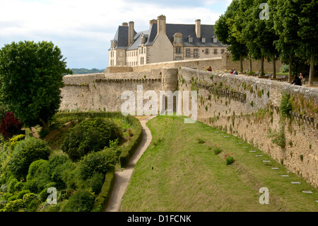 Town ramparts dating from the 13th 15th centuries, tower and English Garden, Old Town, Dinan, Brittany, Cotes d'Armor, - Stock Photo