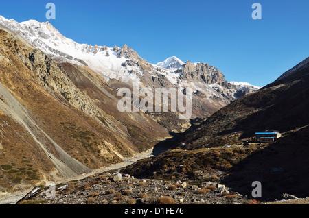 Thorung Khola Valley, Annapurna Conservation Area, Gandaki, Western Region (Pashchimanchal), Nepal, Himalayas, Asia - Stock Photo