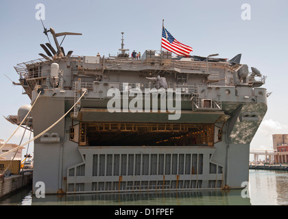 US Navy aircraft carrier USS Bataan on a visit in Palermo, Sicily - Stock Photo