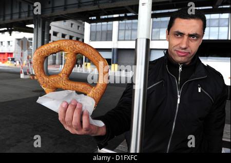 Man sale soft pretzels in Manhattan New York. - Stock Photo
