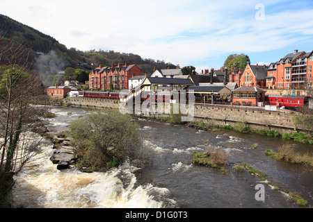River Dee, Llangollen, Dee Valley, Denbighshire, North Wales, Wales, United Kingdom, Europe - Stock Photo