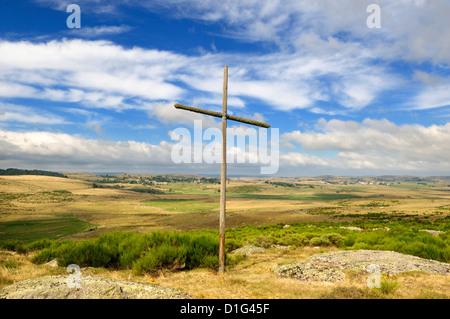 Cross nr village of Prinsuéjols, Lozere, Aubrac, France on the Way of St James - the pilgrim route to Santiago de - Stock Photo