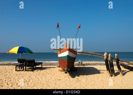 Traditional fishing boat on beach, Benaulim, Goa, India, Asia - Stock Photo