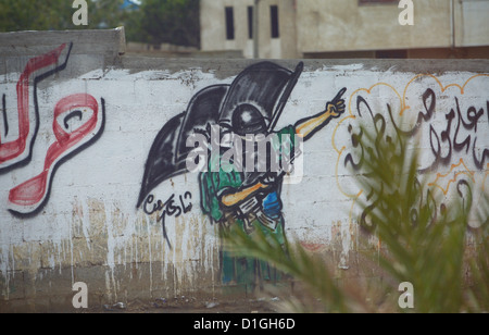 The graffiti on the wall depicts a Hamas fighter in Tel el Hawa in Gaza City, Palestinian Territories, 9 December - Stock Photo