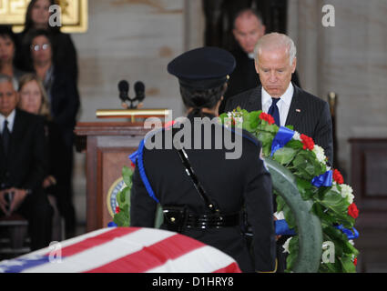Vice President Joe Biden pays his respect to Senator Daniel Inouye lying in state in the Rotunda of the US Capitol - Stock Photo
