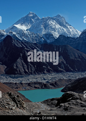 Everest, Nuptse and Lhotse (peaks left to right) with Gokyo lakes in the foreground. View from the Renjo La pass. - Stock Photo