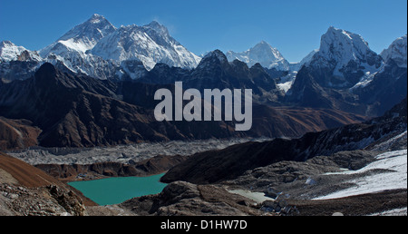 Everest, Nuptse, Lhotse and Makalu (peaks left to right) with Gokyo lakes in the foreground. View from the Renjo - Stock Photo