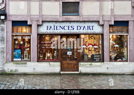 Faience shop stock photo royalty free image 103350265 alamy - Saint maclou quimper ...