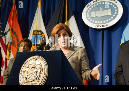 City Council Speaker Christine Quinn, accompanied by members of the City Council, speaks at a press conference - Stock Photo