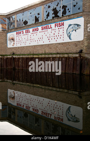'Ron's Eel and Shell Fish' public artwork by Bob & Roberta Smith commissioned for Shoreditch by PEER in 2006. Regent's - Stock Photo