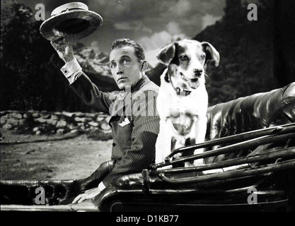 Kaiserwalzer   Emperor Waltz   Bing Crosby Aber dank Virgils (Bing Crosby) Hund ... *** Local Caption *** 1948  - Stock Photo