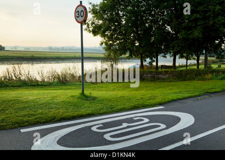 30 mph speed limit road sign in the countryside, Nottinghamshire, England, UK - Stock Photo