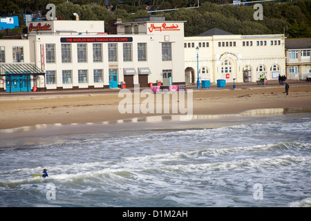 Harry Ramsden's the worlds most famous fish & chips at Bournemouth beach on Christmas day - Stock Photo