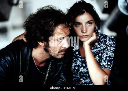 Fred  Fred  Vincent Lindon, Clotilde Courau Fred (Vincent Lindon) und Lisa (Clotilde Courau sind uebergluecklich, - Stock Photo