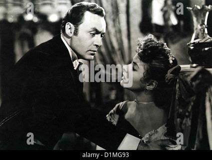 Das Haus Der Lady Alquist  Gaslight  Charles Boyer, Ingrid Bergman Gregory Anton (Charles Boyer) versucht seine junge Frau Stock Photo
