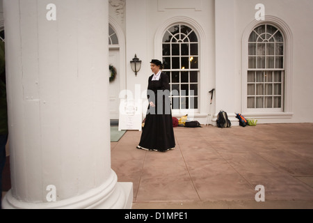 Volunteer Guide for the Christmas Tour of Plum Orchard Mansion on Cumberland Island National Seashore - Stock Photo