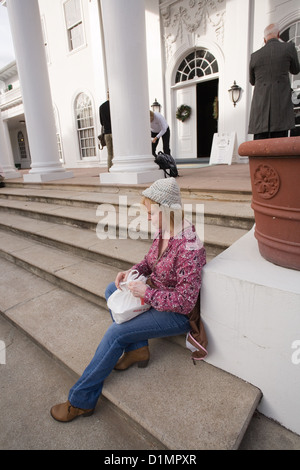 Tour participant in front of Plum Orchard mansion on Cumberland Island National Seashore - Stock Photo