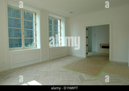 Empty apartment for sale in the upper east side for Upper east side new york apartments for sale