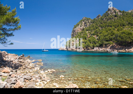 Sa Calobra, Mallorca, Balearic Islands, Spain. View across the clear turquoise waters of Cala Tuent. - Stock Photo