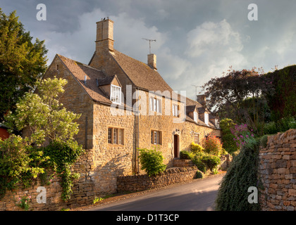 Cotswold house in the pretty village of Ebrington, Gloucestershire - Stock Photo