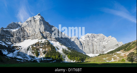Eng Valley, Karwendel mountains, Austria. Sunrise over the rock faces of Mount Hochglueck, Spritzkar-Spitze and - Stock Photo