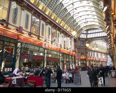 Leadenhall Market London with shoppers and diners - Stock Photo