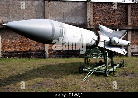 Rocket vs missile