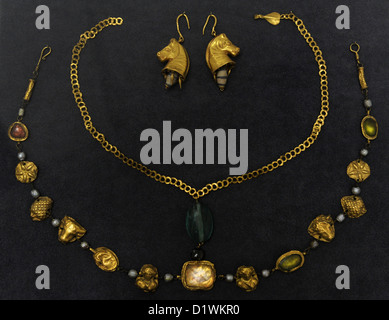 Roman jewelery of the Imperial Age. 1st-4th century AD. Museum of Fine Arts. Budapest. Hungary. - Stock Photo