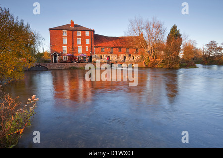 The Old Mill pub, restaurant and hotel in Harnham. - Stock Photo