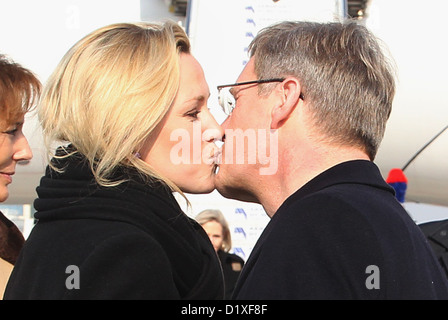 German President Christian Wulff and his wife Bettina kiss after landing at the airport in Milan, Italy, 14 February - Stock Photo