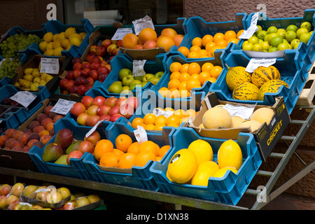 Frankfurt am Main, Hesse, Germany. Fruit for sale outside a greengrocery store in Leipziger Strasse, Bockenheim - Stock Photo