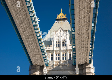 London, Greater London, England. Elevated view of the upper walkways of Tower Bridge. - Stock Photo