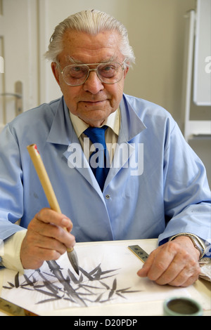 Pensioner drawing with ink, Munich, Upper Bavaria, Bavaria, Germany, Europe - Stock Photo