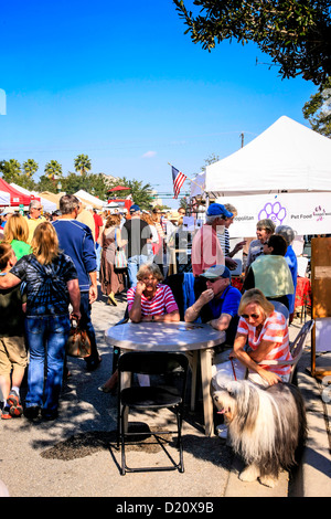Sarasota weekly Farmers Market in the downtown area on a Saturday morning - Stock Photo