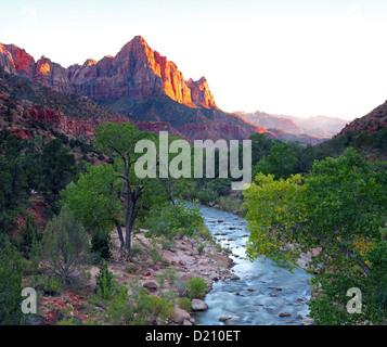 Virgin River und Watchmann, Zion Nationalpark, UT, USA - Stock Photo