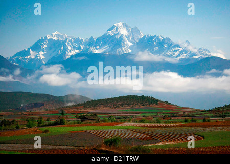 Panoramic view of Jade Dragon Snow Mountain, near Lijiang, Yunnan, South West China. - Stock Photo