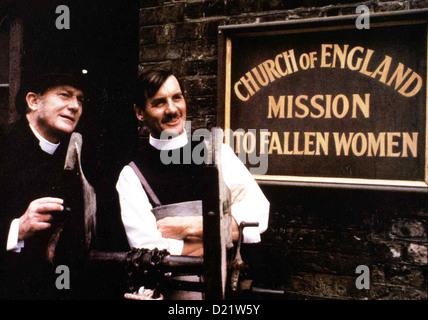 Der Missionar  Missionary,  Denholm Elliott, Michael Palin Der Bischof (Denholm Elliott, l) erwartet ihn auch schon - Stock Photo