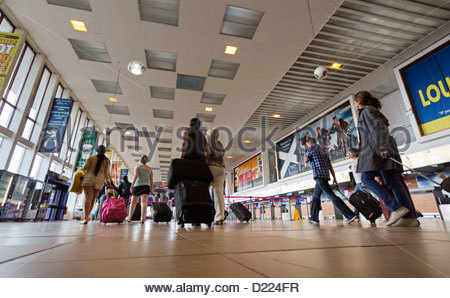 The main concourse area of Glasgow Prestwick Airport, Prestwick, South Ayrshire. - Stock Photo
