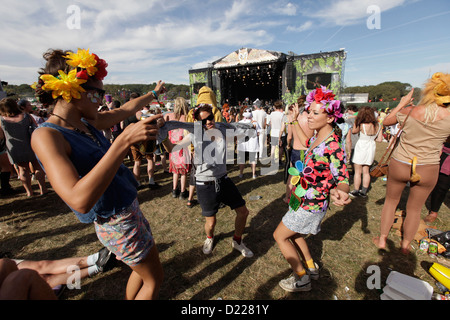 festivalgoers dancing in front of main stage at BESTIVAL FESTIVAL, ISLE OF WHITE, SEPTEMBER 2012 - Stock Photo