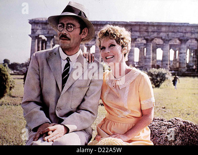Goodbye, Mr. Chips  Goodbye, Mr. Chips  Peter O'Toole, Petula Clark Durch Zufall lernt Arthur Chipping (Peter O'Toole) - Stock Photo