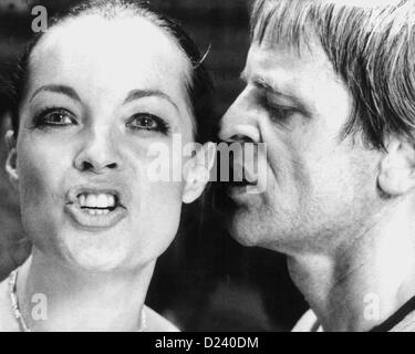 (dpa files) - German actor Klaus Kinski and Austrian-born actress Romy Schneider in a movie scene of 'L'Important c'est d'aimer' ('The Main Thing Is to Love'), 1974. Schneider became famous at the age of 17 in the title of role of the trilogy 'Sissi' in the 1950s. Later she starred in films such as 'La piscine' ('The Swimmingpool'/'The Sinners', 1969) and 'Garde a vue' ('Under Suspicion', 1981). Kinski, an 'enfant terrible' of the film industry, starred in such films as 'Fitzcarraldo' and 'Nosferatu: Phantom der Nacht' ('Nosferatu the Vampire').
