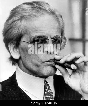 (dpa files) - German actor Klaus Kinski plays Doctor Hugo Zuckerbrot ('sugarbread') in a movie scene of Billy Wilder's comedy 'Buddy Buddy', 1981. An 'enfant terrible' of the film industry, Kinski's films include 'Aguirre, der Zorn Gottes' ('Aguirre: The Wrath of God') and 'Nosferatu: Phantom der Nacht' ('Nosferatu the Vampire'). Kinski was born on 18 October 1926 in Zoppot/Danzig, Germany (now Sopot/Gdansk, Poland) under the name of Nikolaus Guenther Nakszynski and died on 23 November 1991 in Lagunitas, California, of a heart attack.