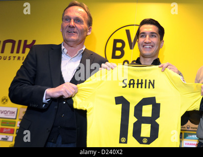 Managing director of Bundesliga soccer club Borussia Dortmnd (BVB), Hans-Joachim Watzke (L), presents the club's - Stock Photo