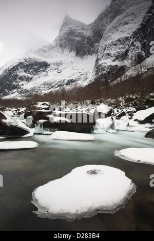 Rauma river and the peak Semletind in Romsdalen valley, Rauma kommune, Møre og Romsdal, Norway. - Stock Photo