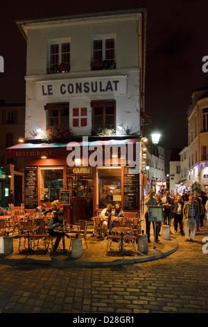 Le consulat restaurant in the montmartre paris france for Restaurant le miroir montmartre