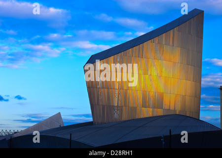 Imperial War Museum North Salford Quays Greater Manchester Lancashire England at twilight - Stock Photo